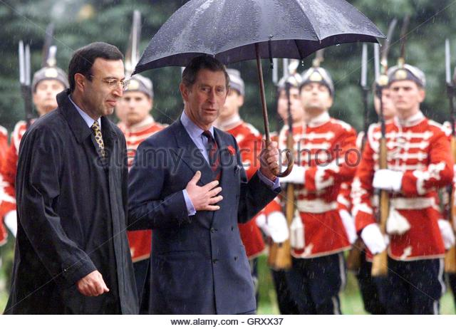 Bulgarian President Petar Stoyanov (L) and Britain's Prince Charles review Bulgarian army honour gua..